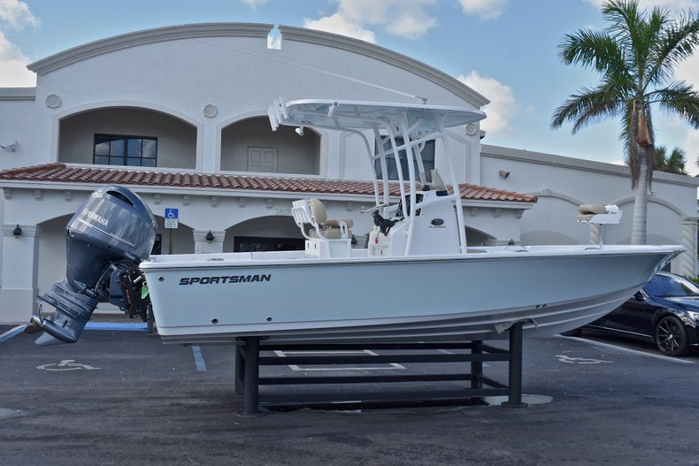 Thumbnail 7 for New 2018 Sportsman Masters 227 Bay Boat boat for sale in Vero Beach, FL