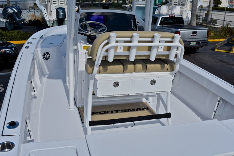 Thumbnail 8 for New 2018 Sportsman Masters 227 Bay Boat boat for sale in Vero Beach, FL