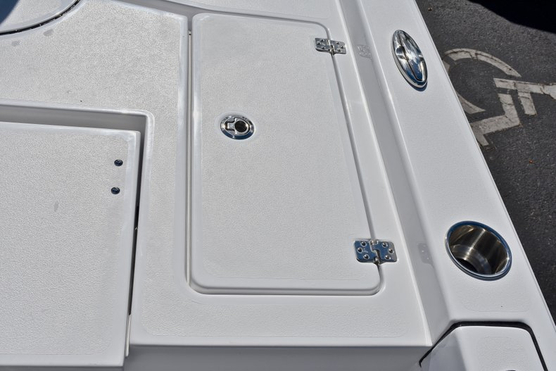 Thumbnail 12 for New 2018 Sportsman Masters 227 Bay Boat boat for sale in Vero Beach, FL
