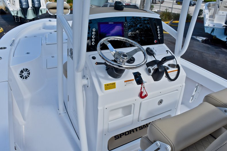 Thumbnail 25 for New 2018 Sportsman Masters 227 Bay Boat boat for sale in Vero Beach, FL