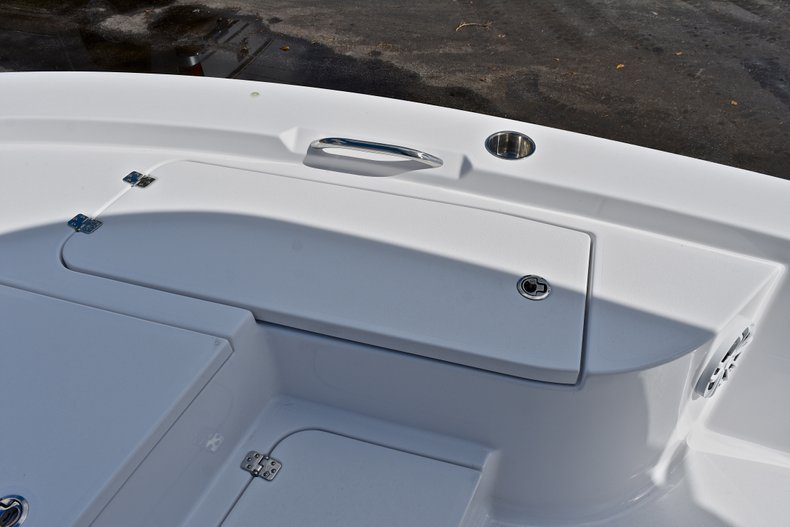 Thumbnail 42 for New 2018 Sportsman Masters 227 Bay Boat boat for sale in Vero Beach, FL