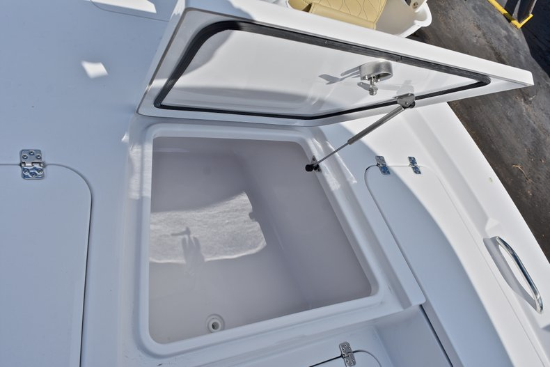 Thumbnail 45 for New 2018 Sportsman Masters 227 Bay Boat boat for sale in Vero Beach, FL