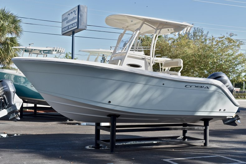 Thumbnail 4 for New 2018 Cobia 201 Center Console boat for sale in Vero Beach, FL