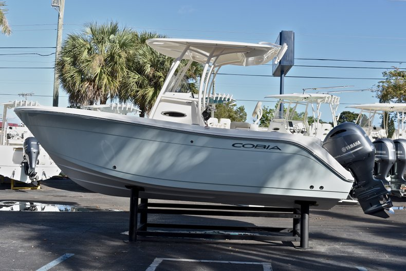 Thumbnail 5 for New 2018 Cobia 201 Center Console boat for sale in Vero Beach, FL