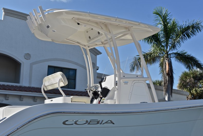 Thumbnail 9 for New 2018 Cobia 201 Center Console boat for sale in Vero Beach, FL