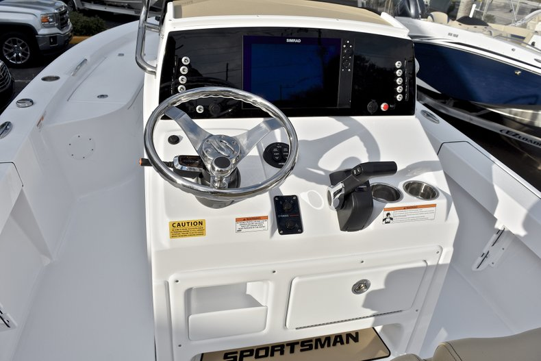 Thumbnail 22 for New 2018 Sportsman Masters 227 Bay Boat boat for sale in Vero Beach, FL