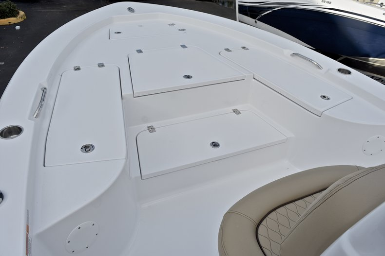 Thumbnail 35 for New 2018 Sportsman Masters 227 Bay Boat boat for sale in Vero Beach, FL