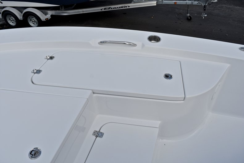 Thumbnail 40 for New 2018 Sportsman Masters 227 Bay Boat boat for sale in Vero Beach, FL