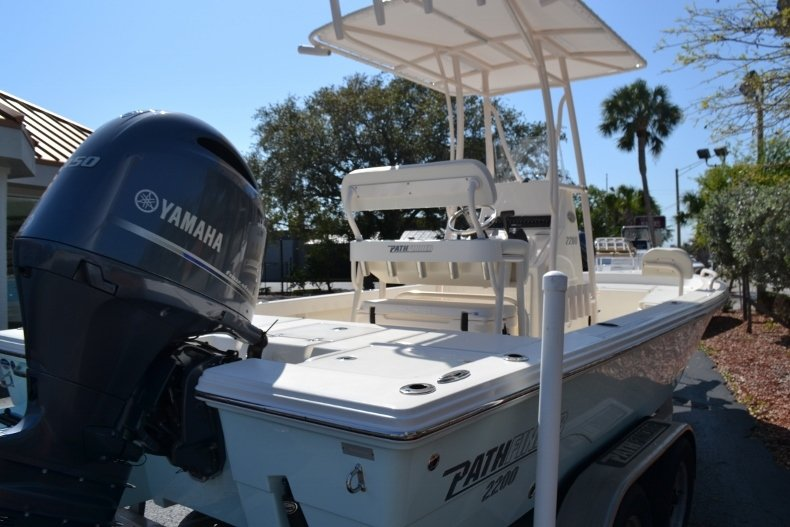 Thumbnail 5 for New 2018 Pathfinder 2200 TRS Bay Boat boat for sale in Vero Beach, FL
