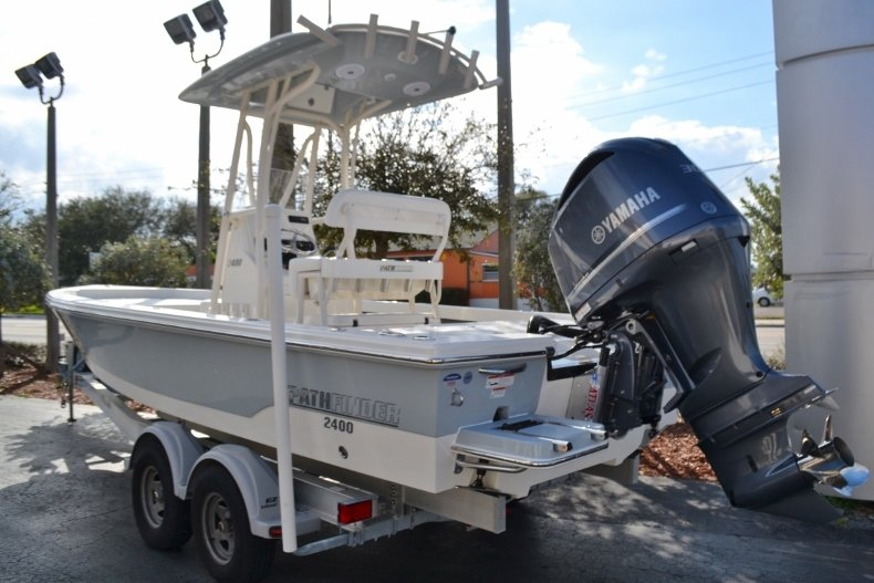 Thumbnail 3 for New 2018 Pathfinder 2400 TRS Bay Boat boat for sale in Vero Beach, FL