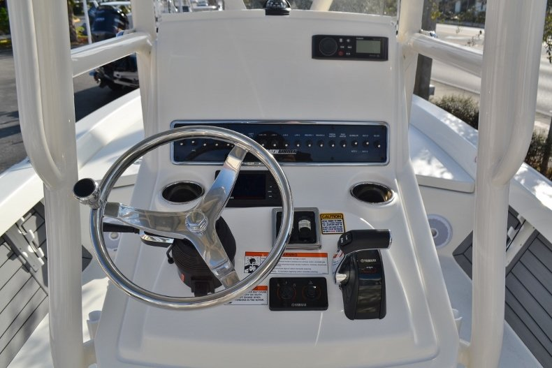 Thumbnail 9 for New 2018 Pathfinder 2400 TRS Bay Boat boat for sale in Vero Beach, FL