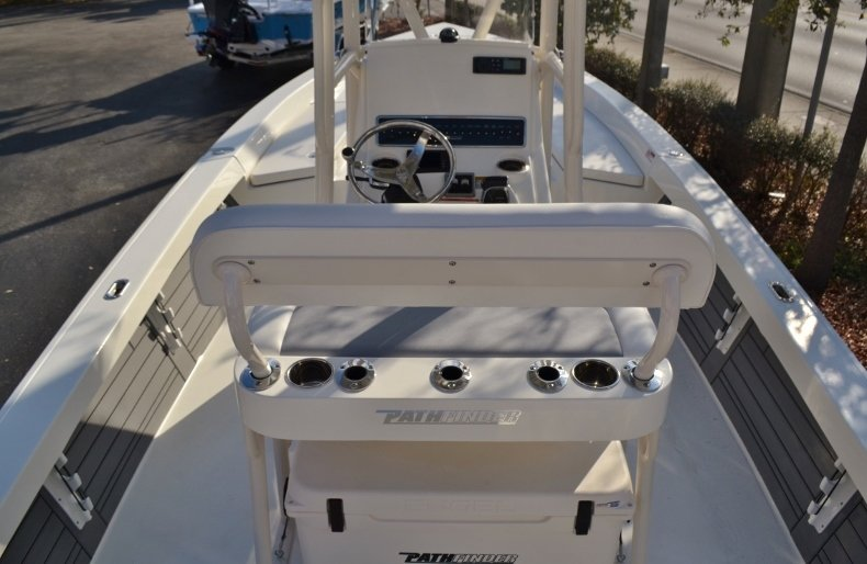 Thumbnail 8 for New 2018 Pathfinder 2400 TRS Bay Boat boat for sale in Vero Beach, FL
