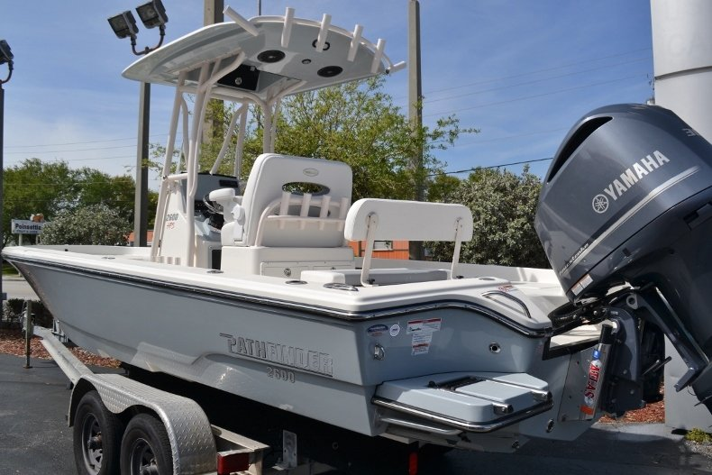 Thumbnail 3 for New 2018 Pathfinder 2600 HPS Bay Boat boat for sale in Vero Beach, FL
