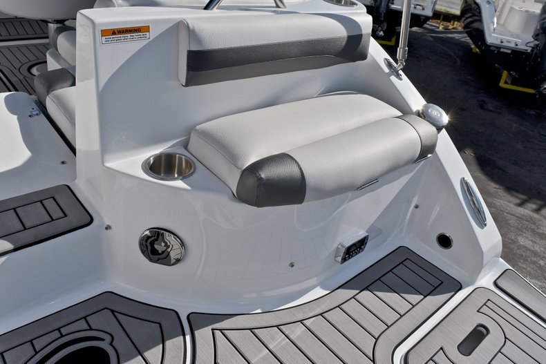 Thumbnail 11 for New 2018 Hurricane SunDeck SD 2486 OB boat for sale in Fort Lauderdale, FL
