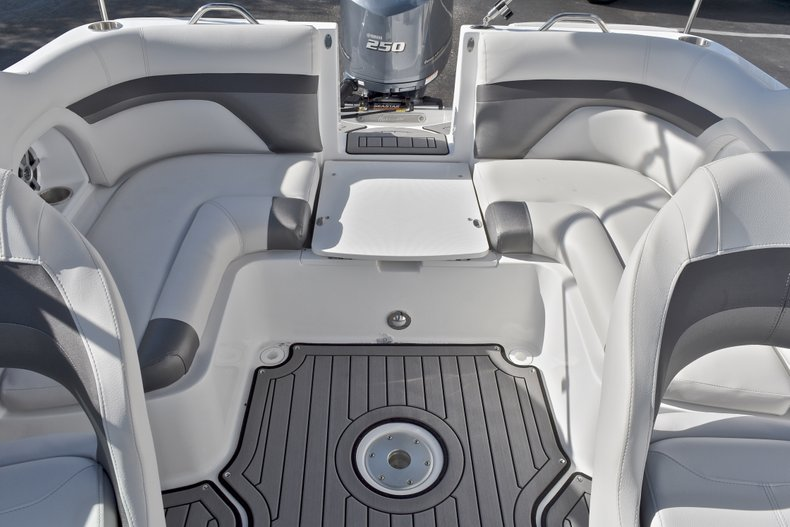 Thumbnail 9 for New 2018 Hurricane SunDeck SD 2486 OB boat for sale in Fort Lauderdale, FL