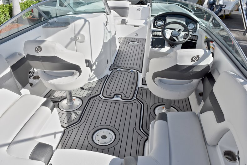 Thumbnail 8 for New 2018 Hurricane SunDeck SD 2486 OB boat for sale in Fort Lauderdale, FL