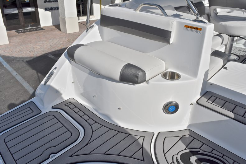 Thumbnail 15 for New 2018 Hurricane SunDeck SD 2486 OB boat for sale in Fort Lauderdale, FL