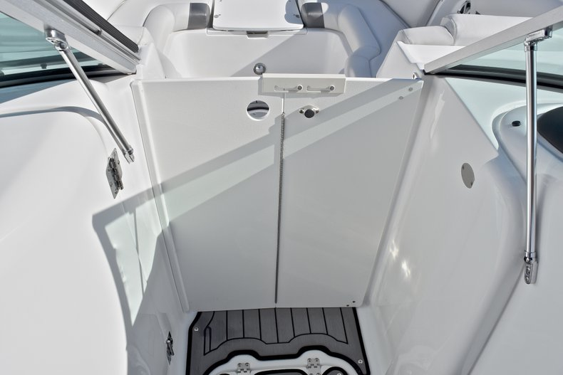 Thumbnail 43 for New 2018 Hurricane SunDeck SD 2486 OB boat for sale in Fort Lauderdale, FL