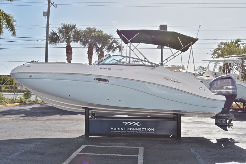 Thumbnail 4 for New 2018 Hurricane SunDeck SD 2486 OB boat for sale in Fort Lauderdale, FL