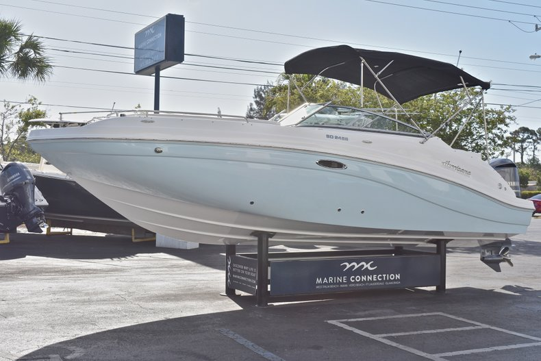 Thumbnail 3 for New 2018 Hurricane SunDeck SD 2486 OB boat for sale in Vero Beach, FL
