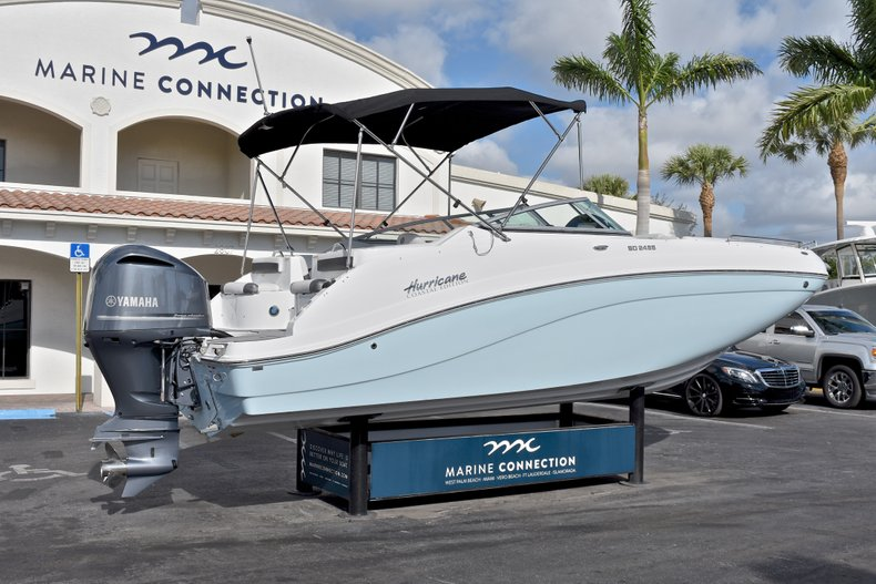 Thumbnail 7 for New 2018 Hurricane SunDeck SD 2486 OB boat for sale in Fort Lauderdale, FL