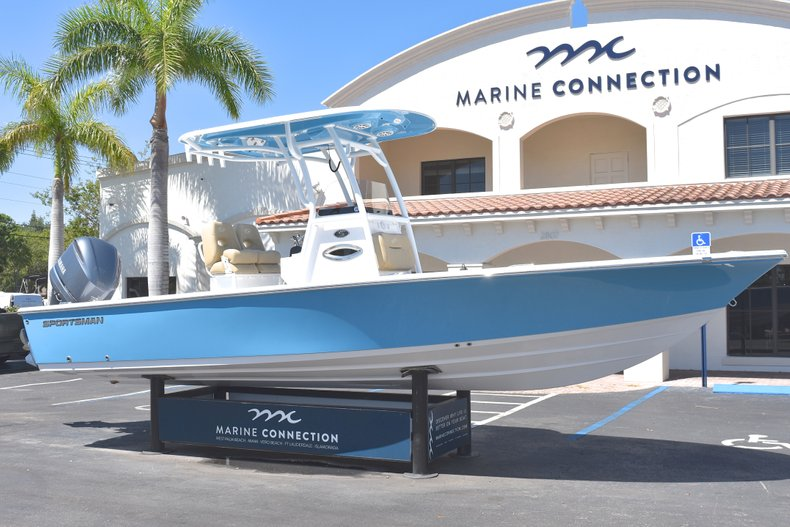 Thumbnail 1 for New 2018 Sportsman Masters 247 Bay Boat boat for sale in Vero Beach, FL