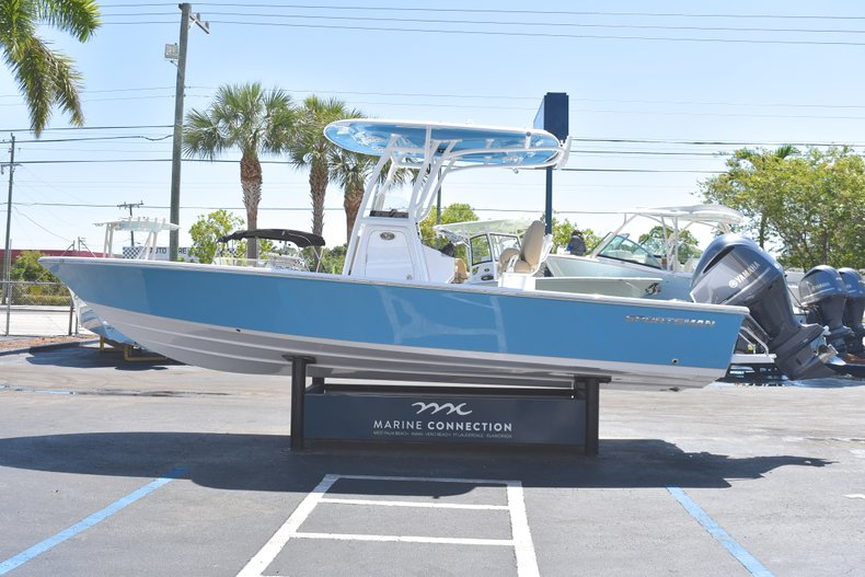 Thumbnail 4 for New 2018 Sportsman Masters 247 Bay Boat boat for sale in Vero Beach, FL