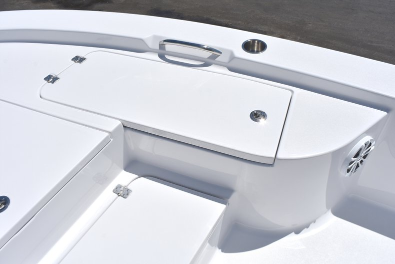 Thumbnail 49 for New 2018 Sportsman Masters 247 Bay Boat boat for sale in Vero Beach, FL