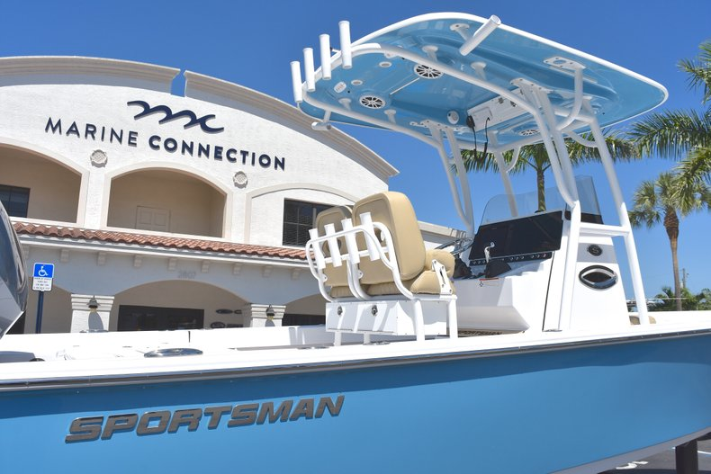 Thumbnail 9 for New 2018 Sportsman Masters 247 Bay Boat boat for sale in Vero Beach, FL