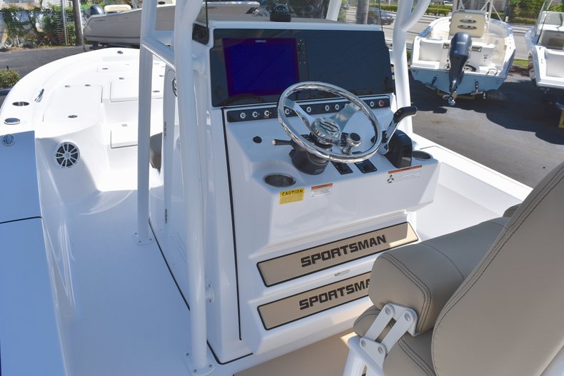Thumbnail 30 for New 2018 Sportsman Masters 247 Bay Boat boat for sale in Vero Beach, FL
