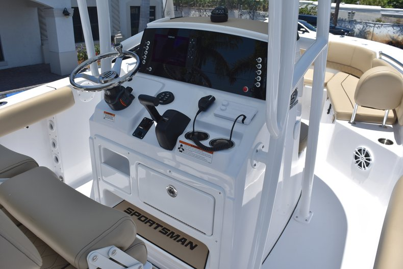 Thumbnail 26 for New 2018 Sportsman Open 232 Center Console boat for sale in Vero Beach, FL