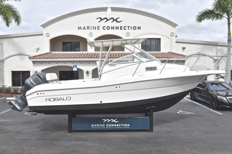 Used 2005 Robalo R235 Walk Around boat for sale in Vero Beach, FL