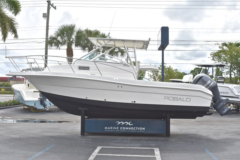 Thumbnail 4 for Used 2005 Robalo R235 Walk Around boat for sale in Vero Beach, FL