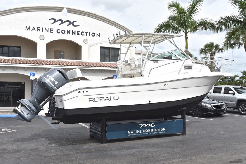 Thumbnail 7 for Used 2005 Robalo R235 Walk Around boat for sale in Vero Beach, FL