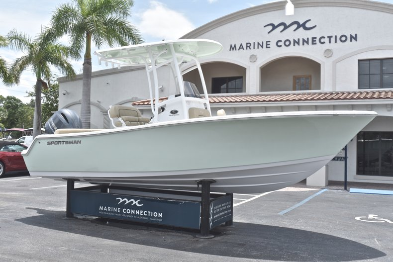 Thumbnail 1 for New 2018 Sportsman Heritage 211 Center Console boat for sale in Vero Beach, FL