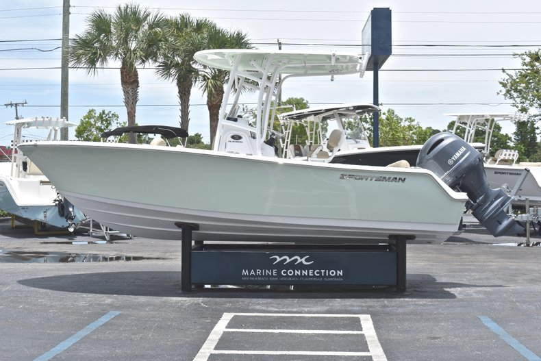 Thumbnail 4 for New 2018 Sportsman Heritage 211 Center Console boat for sale in Vero Beach, FL