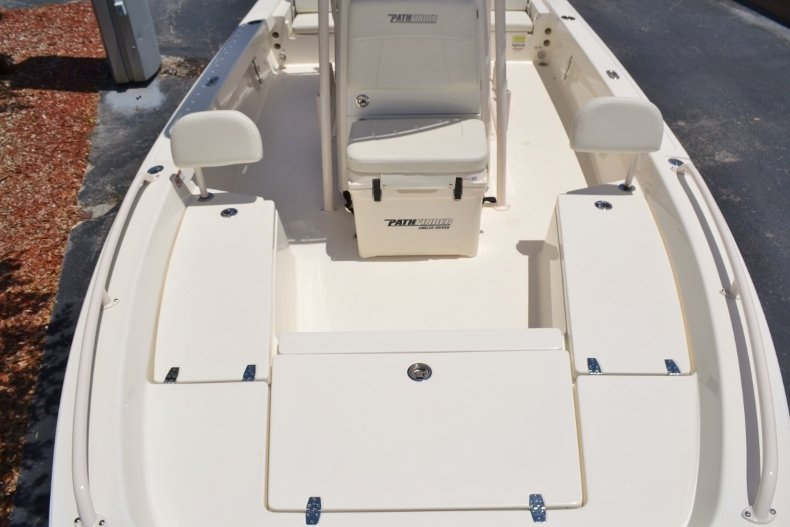 Thumbnail 11 for New 2018 Pathfinder 2200 TRS Bay Boat boat for sale in Vero Beach, FL