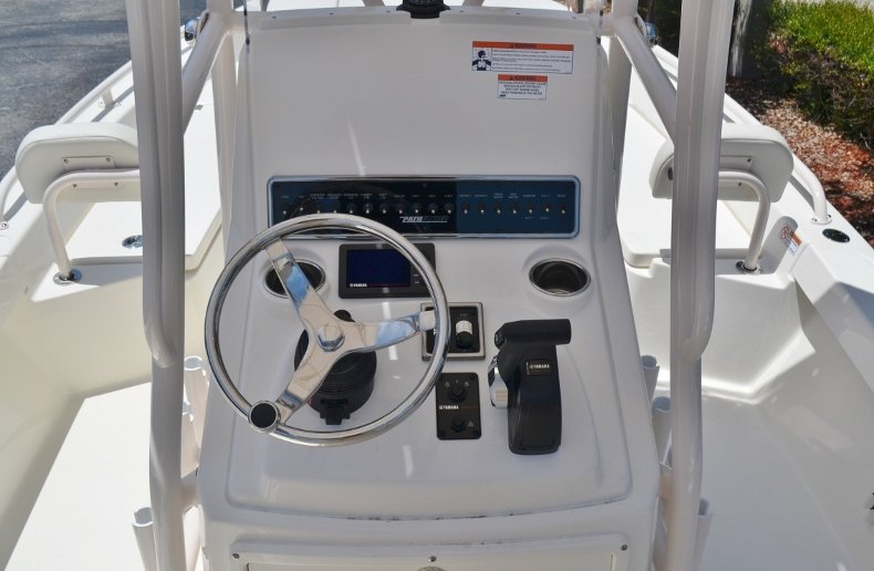 Thumbnail 15 for New 2018 Pathfinder 2200 TRS Bay Boat boat for sale in Vero Beach, FL