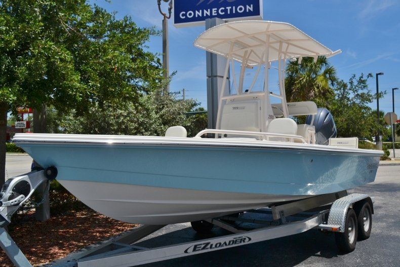 Thumbnail 1 for New 2018 Pathfinder 2200 TRS Bay Boat boat for sale in Vero Beach, FL