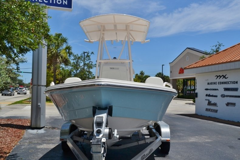 Thumbnail 2 for New 2018 Pathfinder 2200 TRS Bay Boat boat for sale in Vero Beach, FL