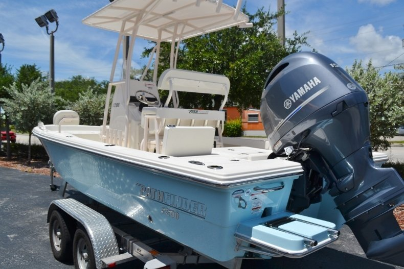 Thumbnail 3 for New 2018 Pathfinder 2200 TRS Bay Boat boat for sale in Vero Beach, FL