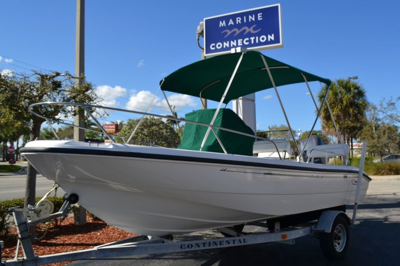 Thumbnail 9 for Used 2000 Boston Whaler 18 Dauntless boat for sale in Vero Beach, FL