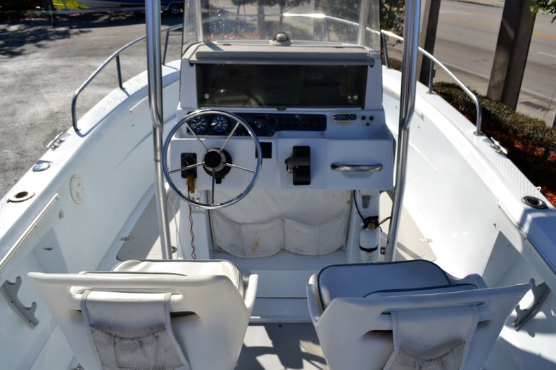 Thumbnail 10 for Used 2003 Triumph 210 boat for sale in Vero Beach, FL
