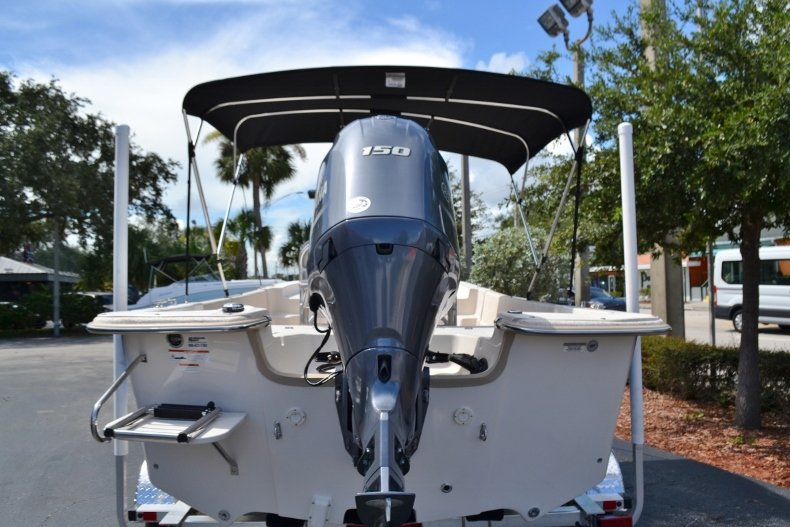 Thumbnail 4 for New 2019 Carolina Skiff 218DLV boat for sale in Vero Beach, FL