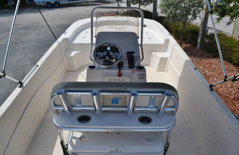 Thumbnail 9 for New 2019 Carolina Skiff 218DLV boat for sale in Vero Beach, FL