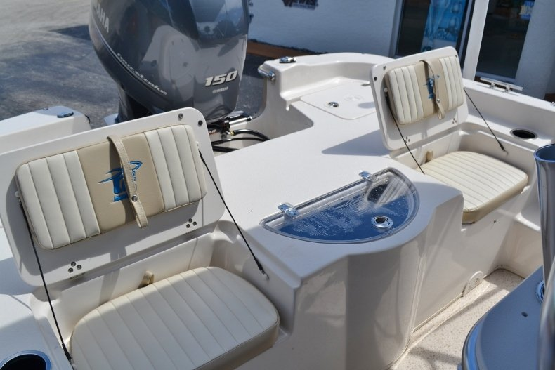 Thumbnail 19 for New 2019 Carolina Skiff 218DLV boat for sale in Vero Beach, FL