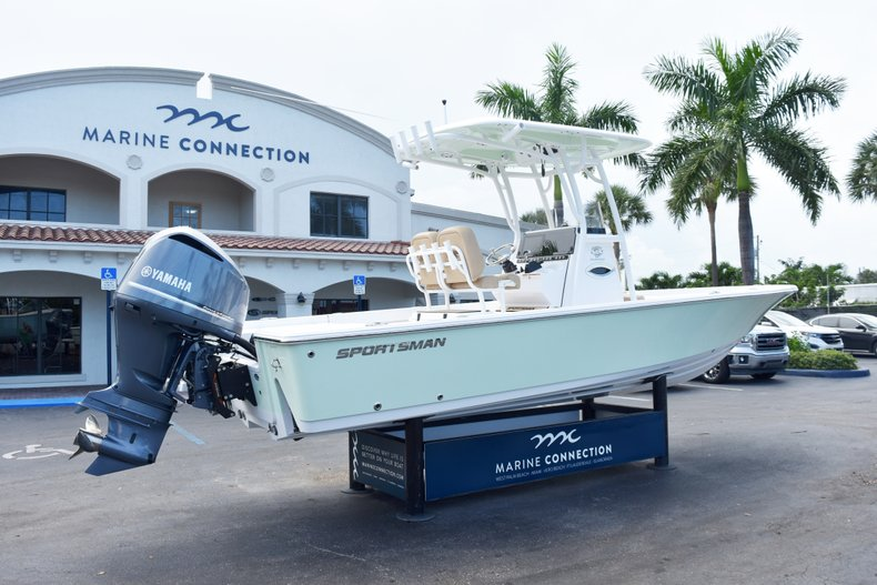 Thumbnail 7 for New 2019 Sportsman Masters 247 Bay Boat boat for sale in Vero Beach, FL