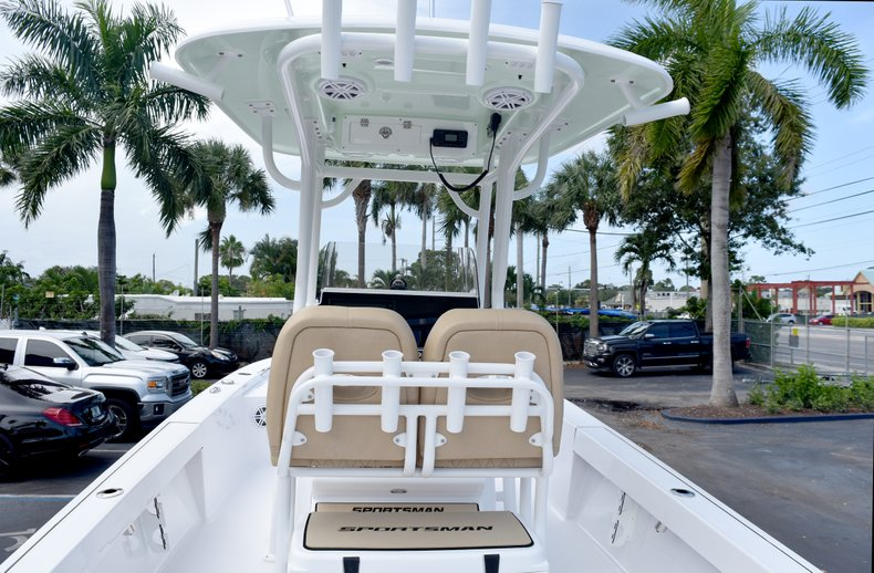 Thumbnail 12 for New 2019 Sportsman Masters 247 Bay Boat boat for sale in Vero Beach, FL