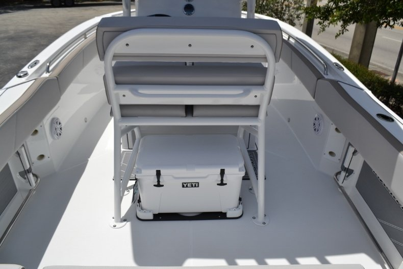 Thumbnail 11 for New 2019 Blackfin 212CC Center Console boat for sale in Vero Beach, FL