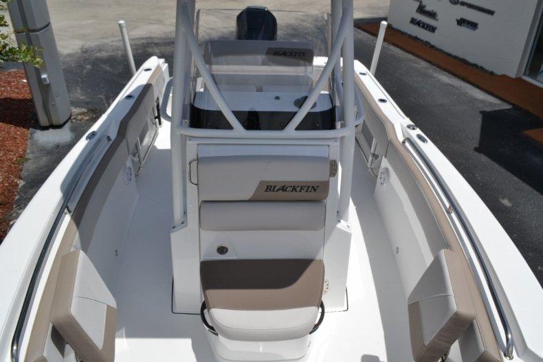 Thumbnail 15 for New 2019 Blackfin 212CC Center Console boat for sale in Vero Beach, FL